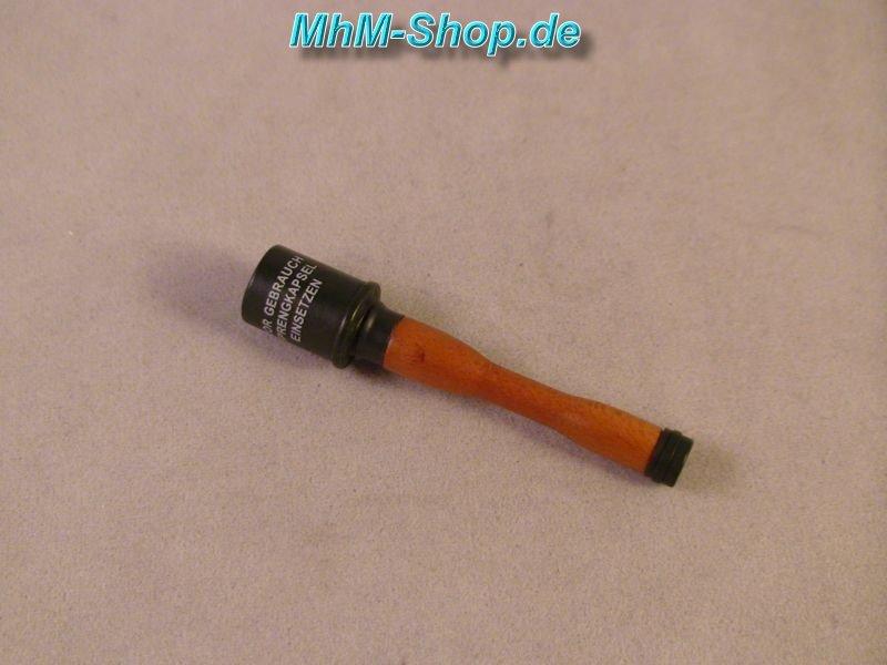 DiD Oberfeldwebel Steiner / German Stick Grenade in Wood and Metal in Scale  1 / 6